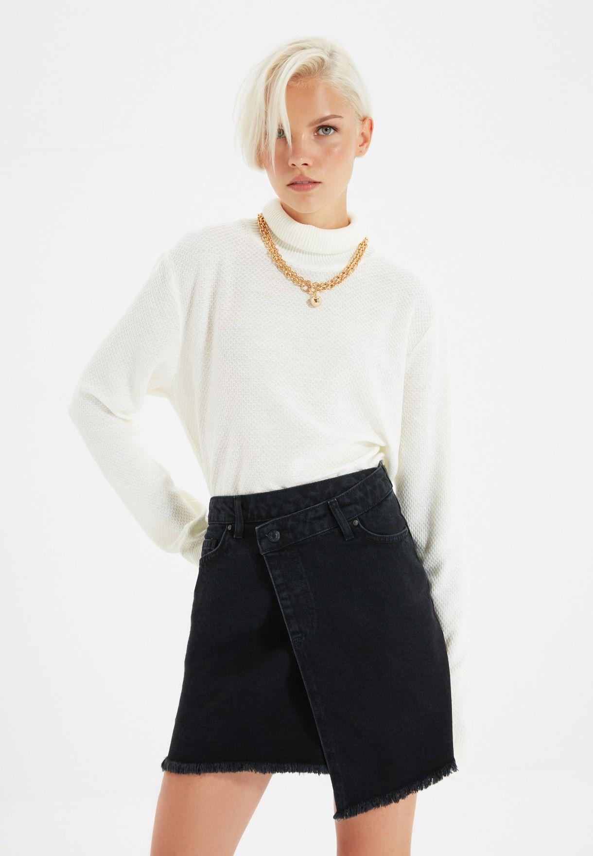 تنورة جينز بأطراف غير متماثلة