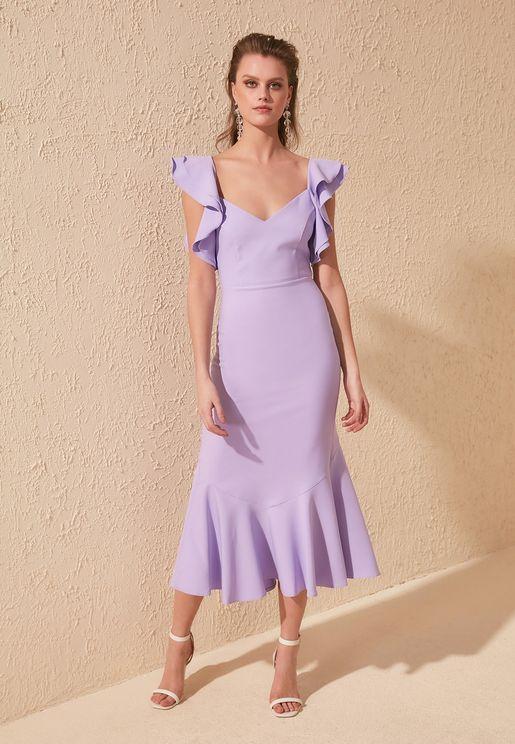 فستان بخصر بيبلوم