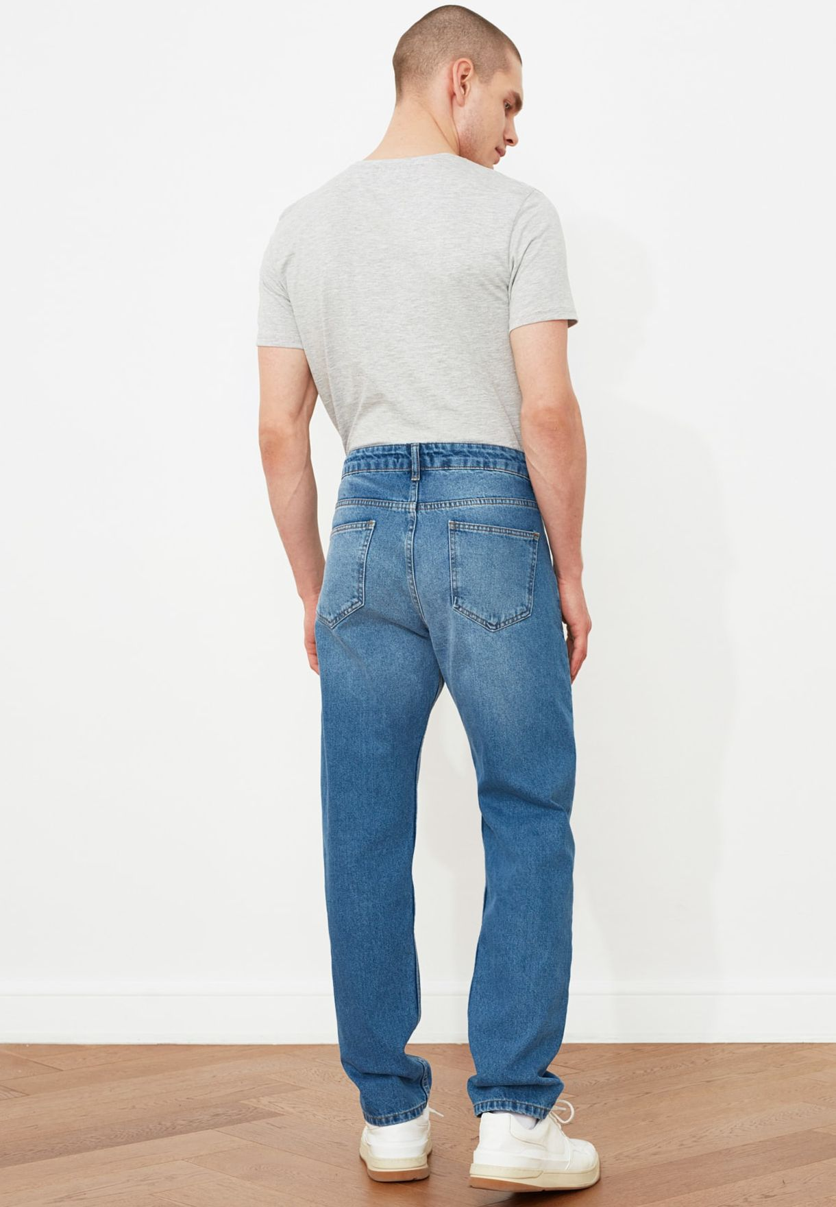 Destressed Straight Fit Jeans