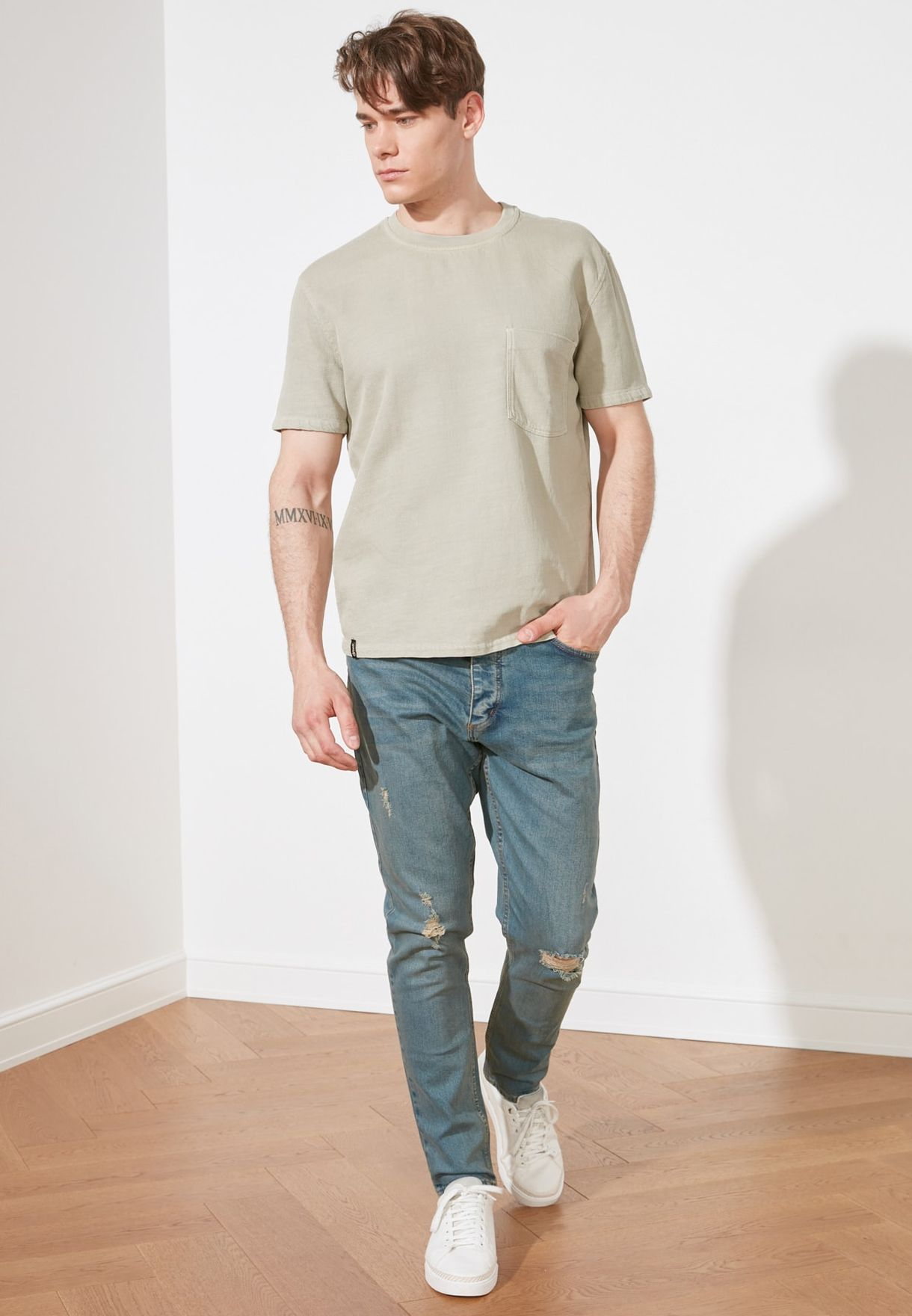Distressed Tapered Fit Jeans