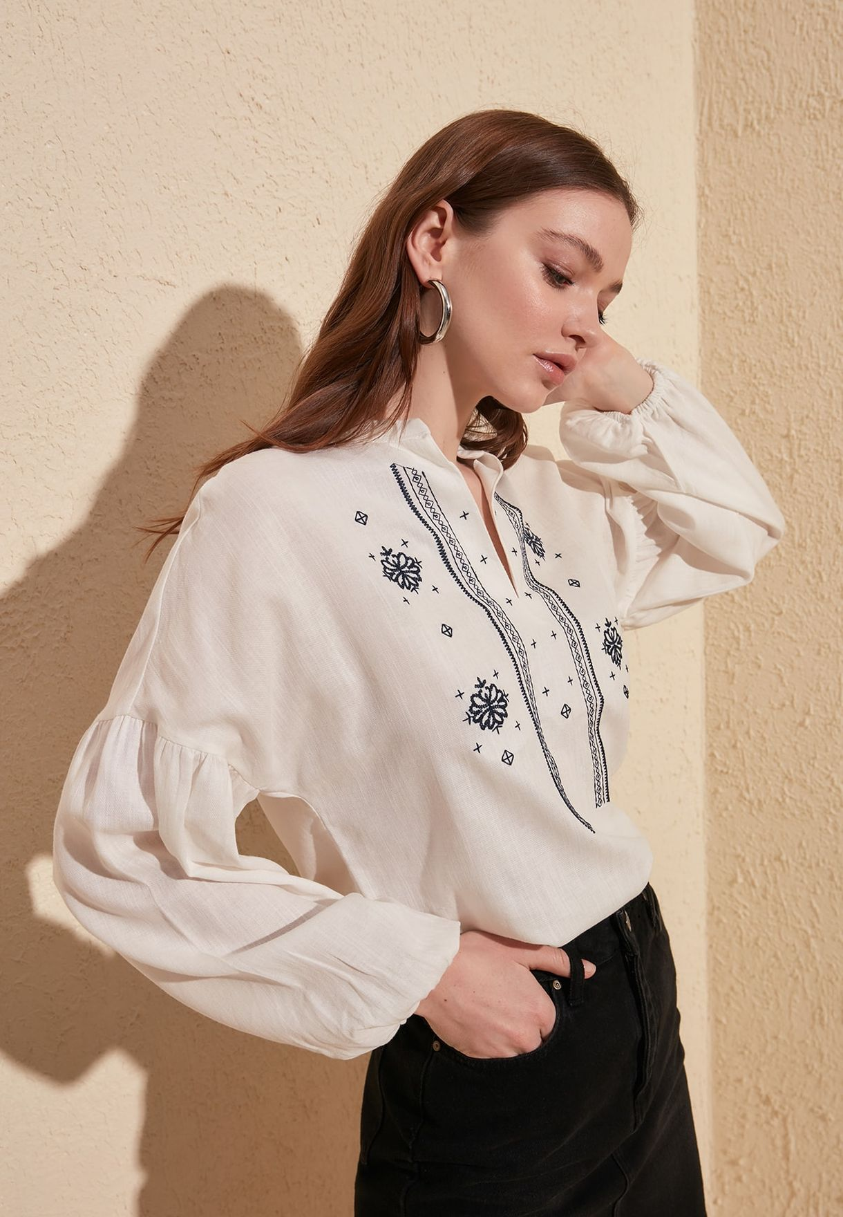 Embroidered Balloon Sleeve Top