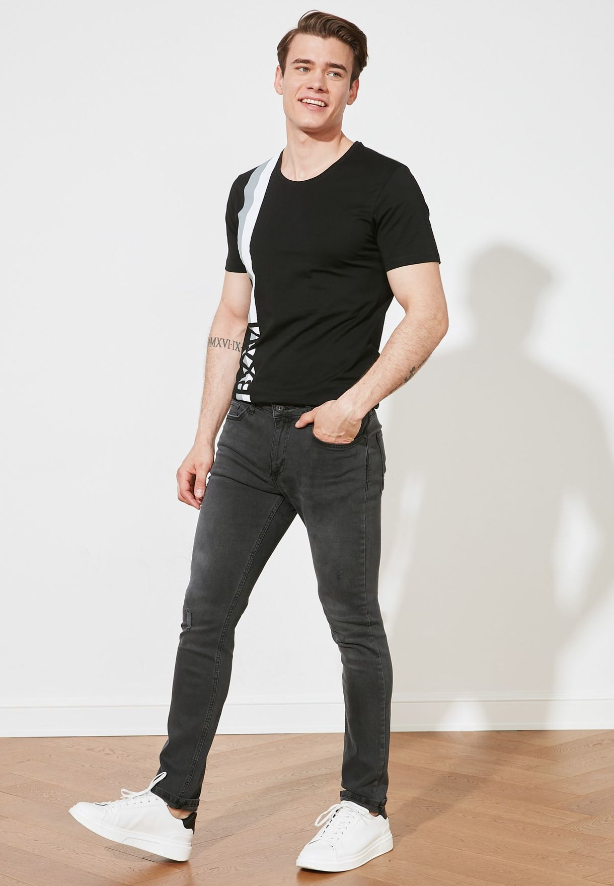 Ripped Detailed Normal Rise Skinny Fit Jeans
