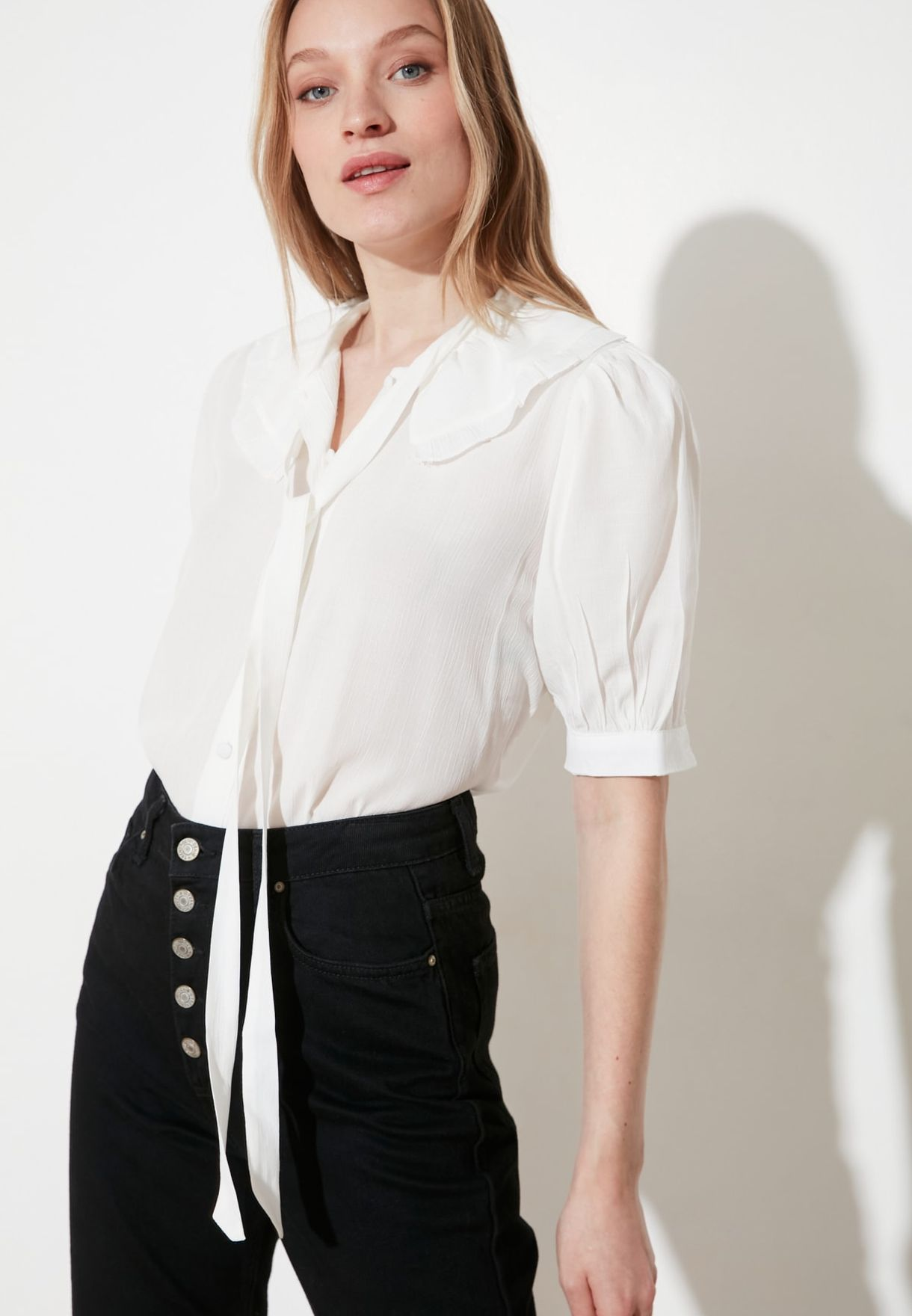 Front Knot Detail Ruffle Collar Shirt